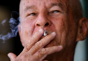 В Европе на пачках сигарет будут размещать фотографии больных человеческих органов