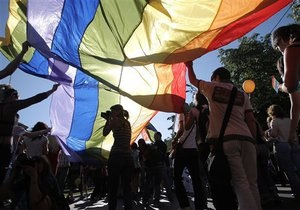 Губернатор Калифорнии предписал изучать в школах историю достижений геев