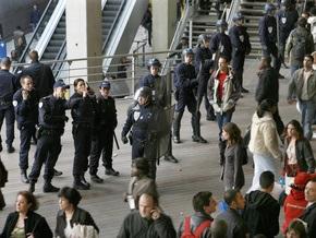 В центре Парижа неизвестный открыл стрельбу из винтовки