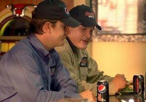 Pepsi сняла римейк известного ролика 1995 года, в котором снова  проехалась  по Coca-Cola