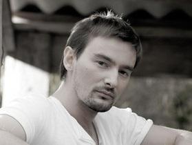 Клипмейкер Бадоев будет вести на Интере шоу о богатых и бедных туристах