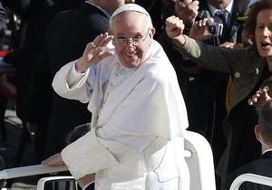 Папа Римский получил в подарок от РПЦ икону и книгу патриарха Кирилла на испанском