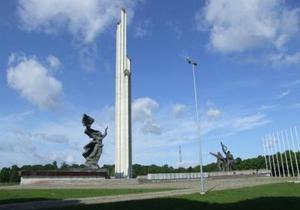 Глава минобороны Латвии высказался за снос памятника Воинам-Освободителям Риги