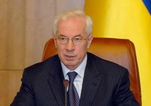 Азаров поручил разработать новые критерии реагирования власти на критику в СМИ