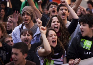 Испанские студенты захватили здание университета в Барселоне