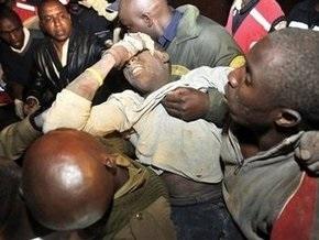 В Кении обрушилось недостроенное здание: десятки человек остаются под завалами