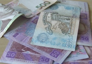 Доллар снизился на межбанке, евро уверенно растет
