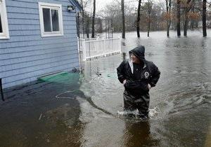 Жертвами наводнений в США стали девять человек. Стихия подбирается к Вашингтону