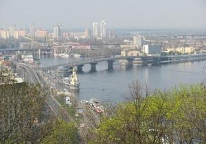 Власти Киева планируют соединить Владимирскую горку и Крещатый парк пешеходным мостом