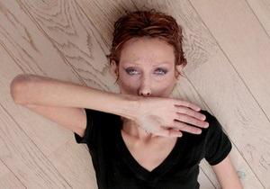 Мать умершей от анорексии модели покончила с собой