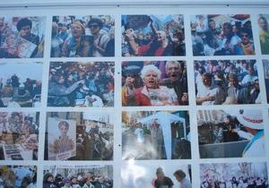 На Крещатике выставили 365 фотографий по случаю годовщины заключения Тимошенко