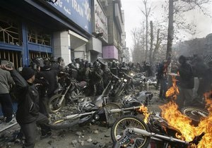 СМИ: В ходе беспорядков в Иране погибли 15 человек