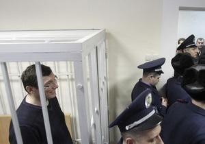 Суд поручил разыскать четырех свидетелей по делу Луценко