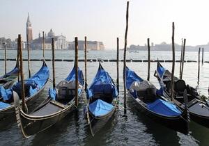 Жители Венеции просят ЮНЕСКО защитить гондолы