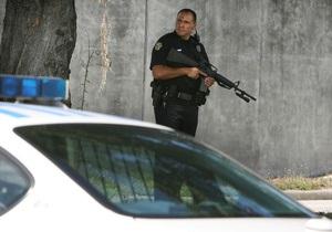 В США мужчина открыл стрельбу в полицейском участке: ранено четыре человека
