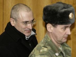 Адвокаты попросили суд не держать Ходорковского в стеклянной клетке