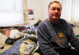 Въехавший в спальню автомобиль столкнул канадца с кровати