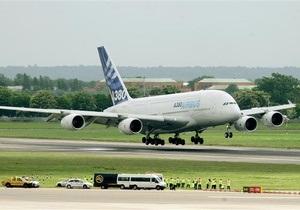 Самый крупный в мире пассажирский самолет совершил аварийную посадку в Сингапуре