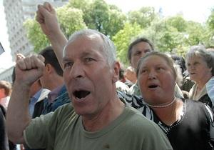 Пикетчики прекратили штурм Верховной Рады: к митингующим вышли депутаты