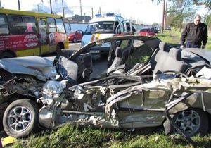 В Мариуполе в результате столкновения маршрутки и Lanos погиб человек