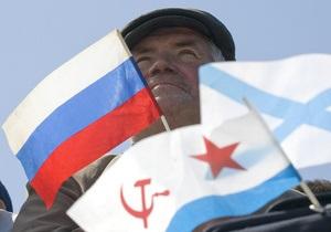 В Севастополе парад вместе приняли командующий ВМС Украины и командующий ЧФ РФ