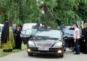 Житомирский владыка приехал на богослужение на Lexus стоимостью свыше 100 тысяч евро