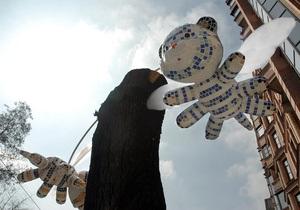 В центре Киева появились летающие тигрята