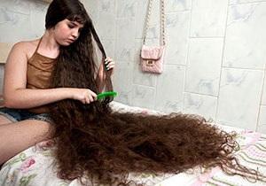 В Бразилии 12-летняя девочка впервые посетит парикмахера