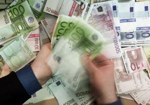 Евро на межбанке закрывает неделю укреплением