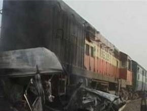 В Индии столкнулись два пассажирских поезда: до 15 человек погибли, десятки заблокированы