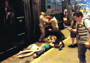 Киевляне едва не устроили самосуд над сбившем женщину водителем троллейбуса