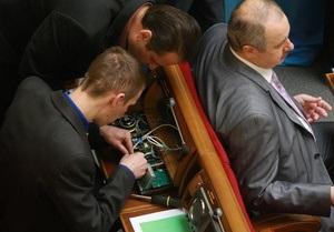 Нардепы вывели из строя ячейки для голосования в зале Рады