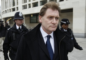 Новости Великобритании: Британскому депутату, устроившему драку в парламентском баре, запретили покупать алкоголь