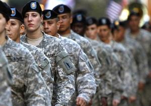 На военной базе в США служащий открыл огонь по женщине