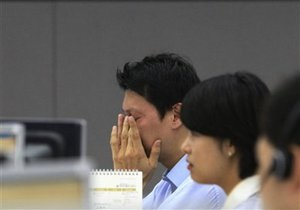 Фондовые биржи Гонконга прервали работу из-за тайфуна