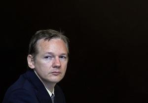 Ассанж обвинил издателя его автобиографии в нарушении условий контракта