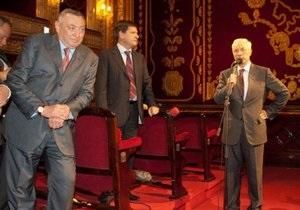 В Одессе произошла словесная перепалка между Азаровым и Гурвицем