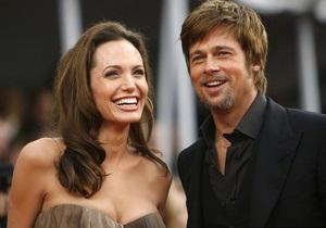 Друзья Питта и Джоли опровергли информацию о разрыве пары