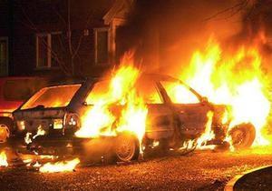 новости Ужгорода - поджог - В Ужгороде неизвестные сожгли дотла автомобиль депутата горсовета от ПР
