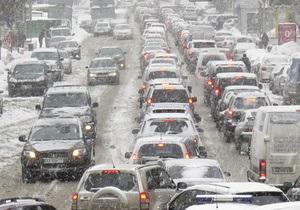 На дорогах Киева наблюдаются девятибалльные заторы