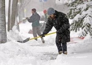 Одесские предприниматели взвинтили цены на лопаты для уборки снега