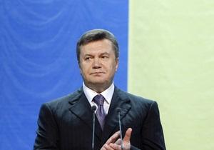 Янукович принял участие в церемонии поднятия флага Украины