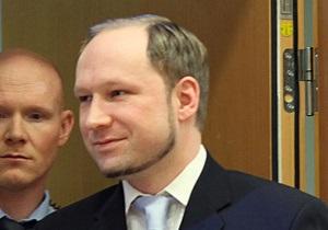 Полиция Франции и Норвегии допрашивала отца Брейвика 13 часов