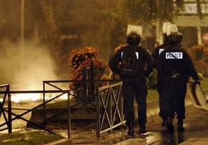 В Париже перед посольством Индонезии произошел взрыв