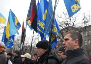 Запорожская Свобода пикетировала облсовет с требованием отменить признание русского региональным языком