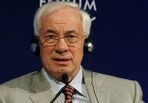 Азаров обещает трижды поднимать пенсии чернобыльцам в 2012 году