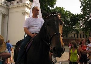Одессита отказались регистрировать кандидатом в мэры города из-за фотографии с конем