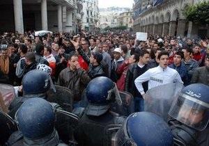 Во время акций оппозиции в Алжире задержали более 400 человек