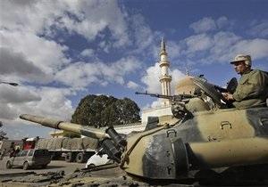Войска Каддафи обстреляли мятежников: более 20 погибших