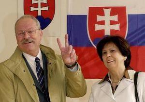 Президент Словакии отказался подписывать закон о патриотизме в День дурака